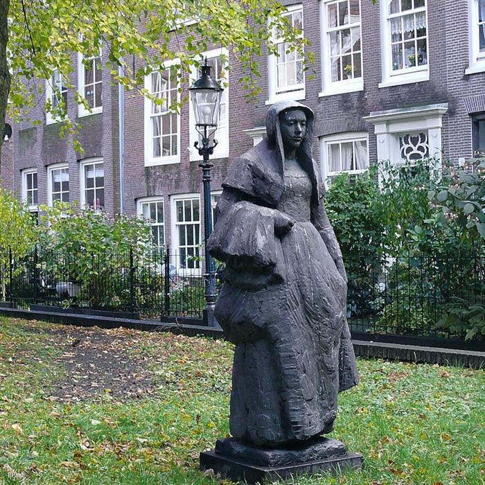 Памятник бегинке в Амстердаме. Источник: https://platpaul.livejournal.com